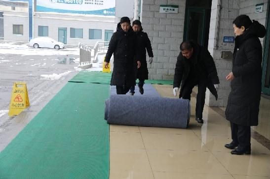 春雪造访 济南市殡仪馆扫雪防滑保治丧环境安全