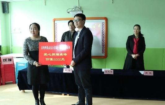 雷锋日济南爱心企业、青年志愿者走近孤独症儿童
