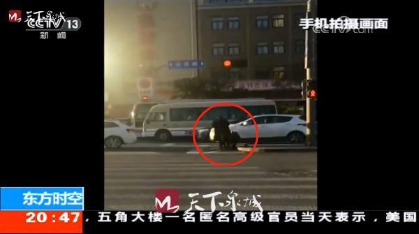 济南暖心交警上《东方时空》:弯腰的动作帅到了全国