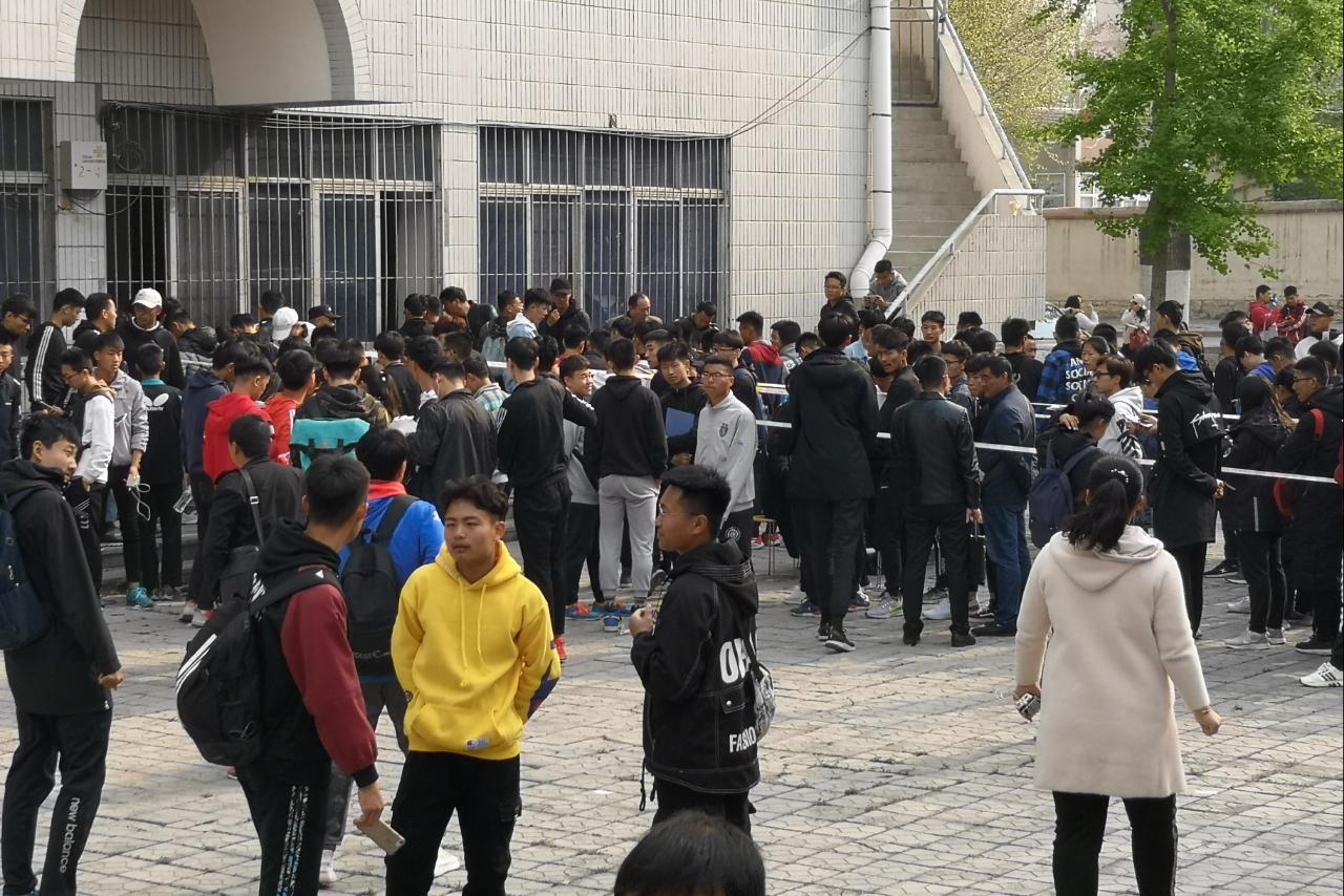山东体育专业测试8日开始,考生排队报名