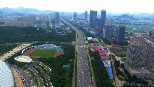 经十路是济南市东西方向的交通大动脉。