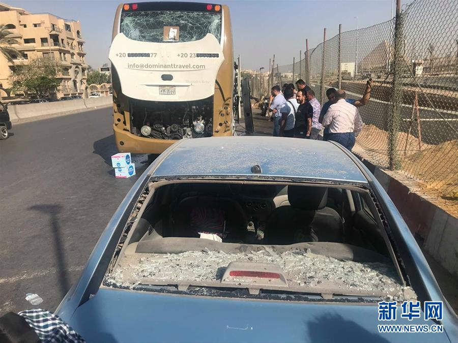 (国际)(1)埃及一旅游巴士遭爆炸袭击