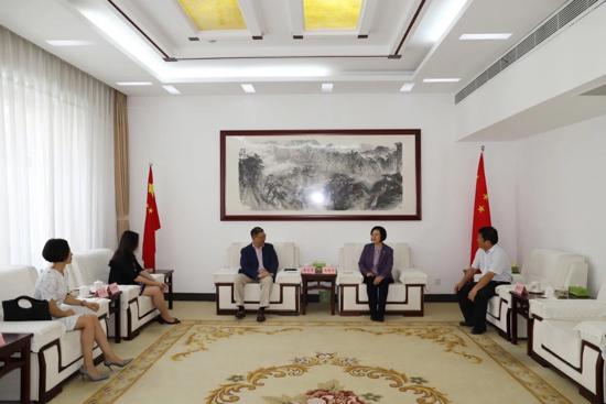王拥华会见香港麦家荣律师行创始合伙人麦家荣一行