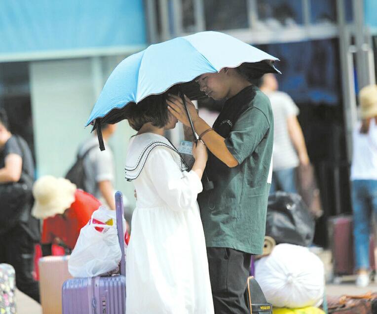 暑运大潮开启 济南火车站迎来离别季
