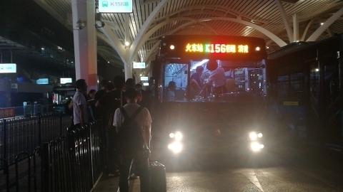 济南16部公交车延时运行疏散乘客 末班收车已凌晨3:30