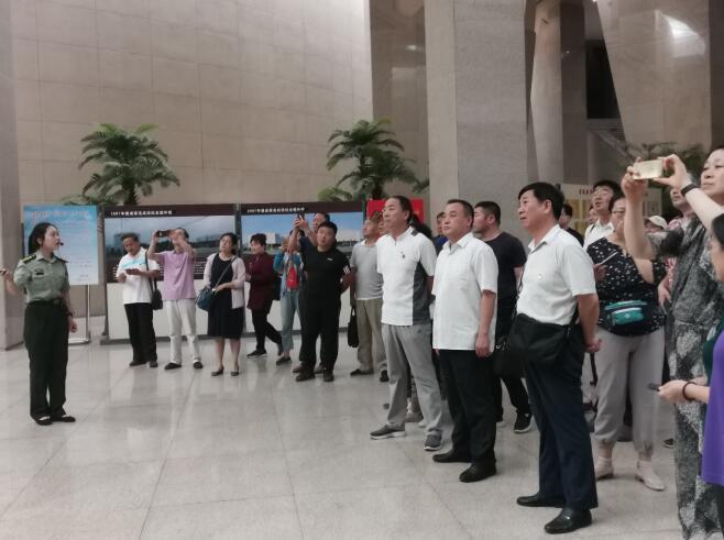 济南市体育局组织处以上党员干部 赴莱芜战役纪念馆参观学习
