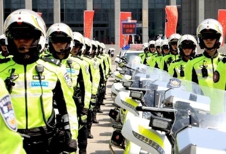 """济南交警开展为期4个月的""""践行新使命,忠诚保大庆""""交通安全整治大行动"""