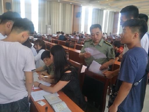 百名青年记者走基层丨点赞!248名有志青年进行体格检查,报效祖国