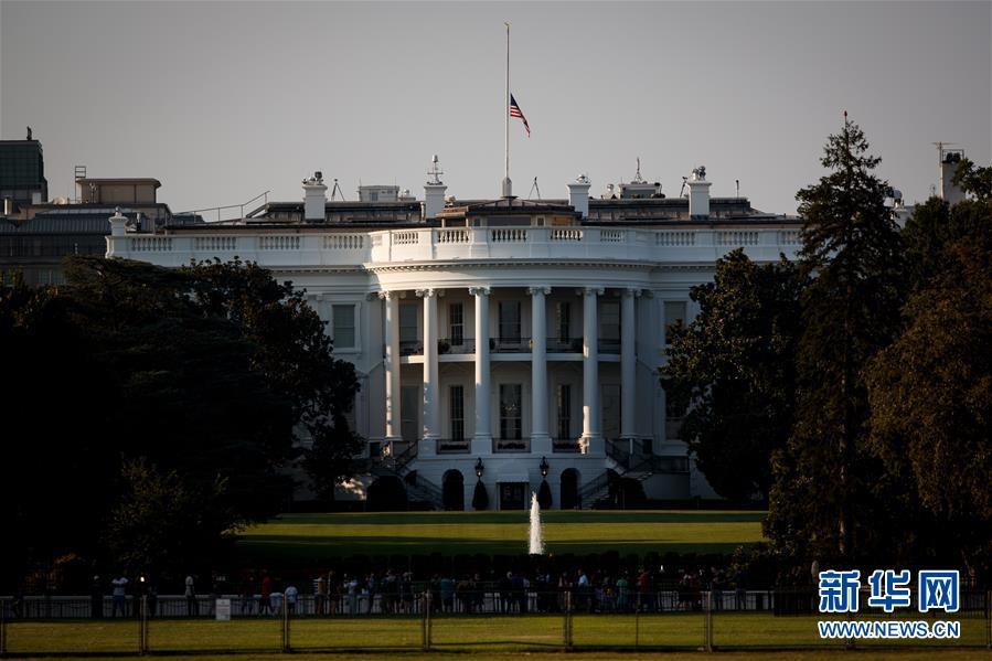 (国际)(2)美国总统宣布降半旗哀悼枪击案遇难者