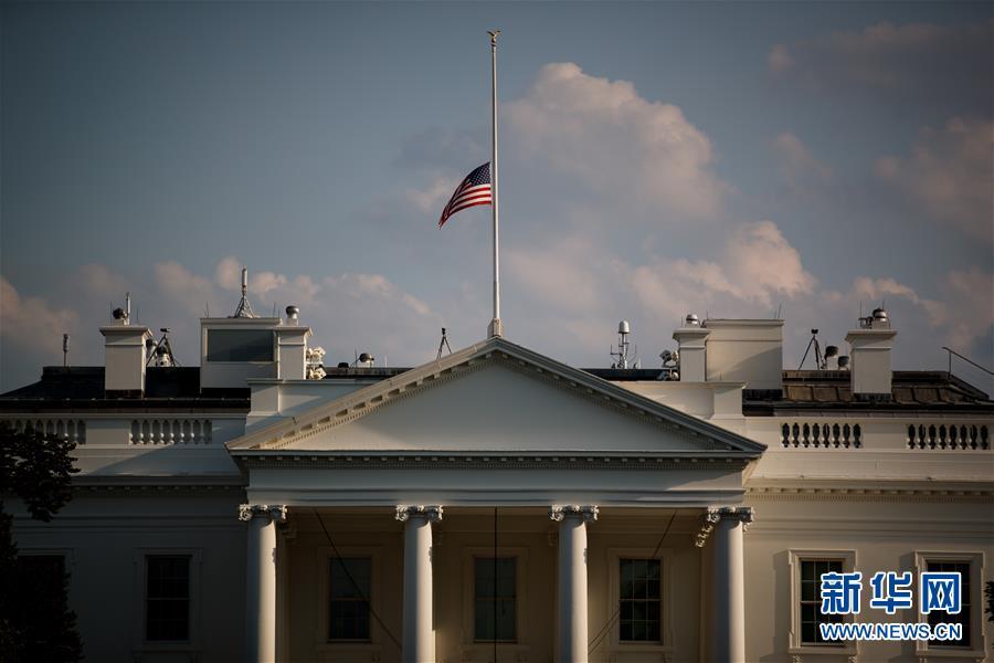 (国际)(4)美国总统宣布降半旗哀悼枪击案遇难者