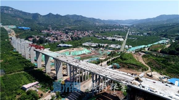 南山首条高速公路 穿山越河跨村庄