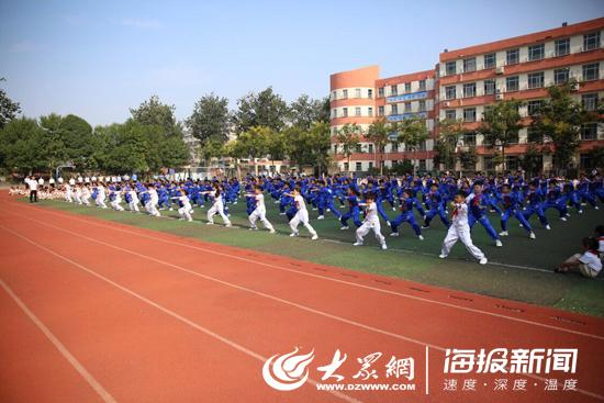 """点朱砂、行拜师礼...山东不少学校开学充满""""儒家范儿"""""""