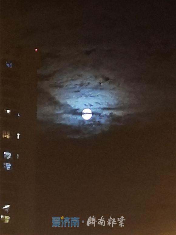 """看,济南月亮露脸!你等的""""彩云追月""""是它了!"""