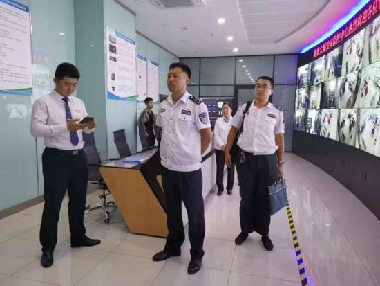 """龙洞街道部署开展""""防风险保平安迎大庆""""安全生产专项整治行动"""