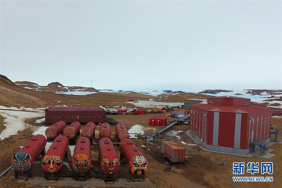 """(""""雪龙""""探南极·图文互动)(1)综述:中国第36次南极考察队员""""五大阵地""""过新年"""