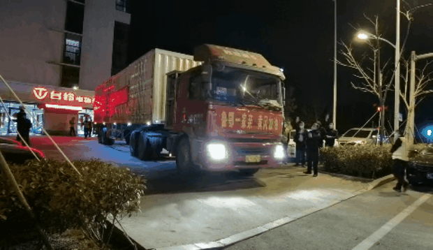 这就是山东丨三天两夜紧急备货!这些日照好人载4.5吨紧缺物资驰援湖北!